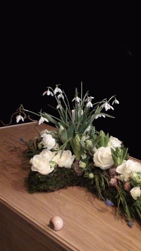 Een kruis vol bloemen 280 breed DSC05341-2