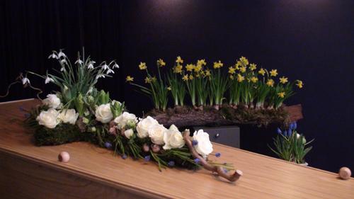 Een kruis vol bloemen DSC05353 500 breed